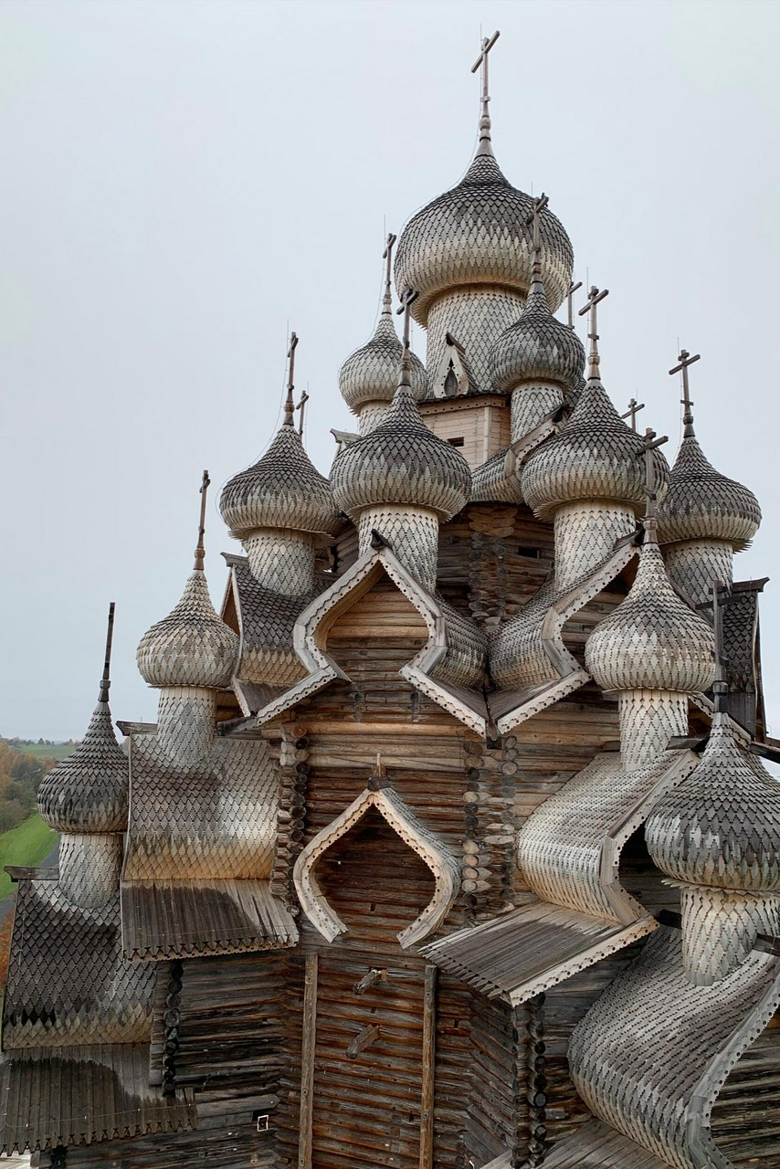 An impressive 22-domed wooden church, Church was built of wood only with no nails, the object of the UNESCO World Heritage